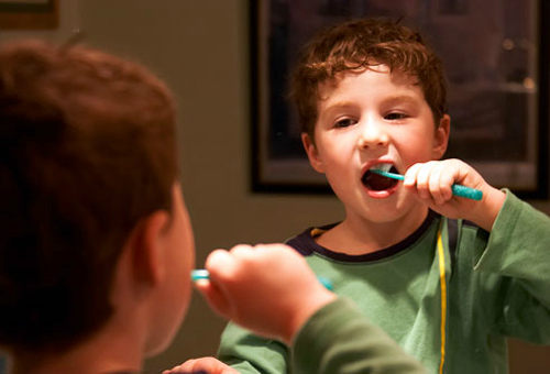 oral-health-brushing-at-night