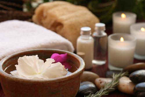 nightfall-home-remedies-essential-oils-bath